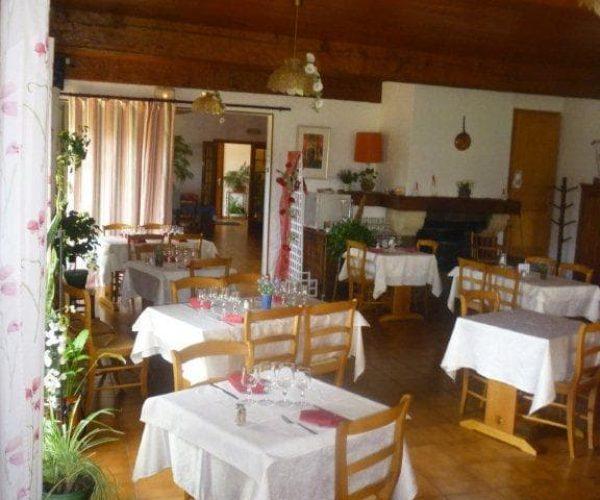 restaurant-hotel-nampont-saint-martin-la-peupleraie-valloires-tables.jpg
